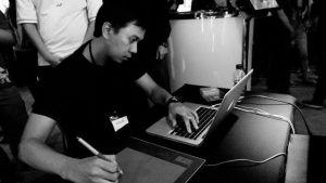 Erfian Asafat tengah menyelesaikan proyek video ilustrasinya. (Foto: Dokumentasi NAK's Collection)