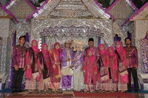 foto keluarga besar Iwan Prayitno