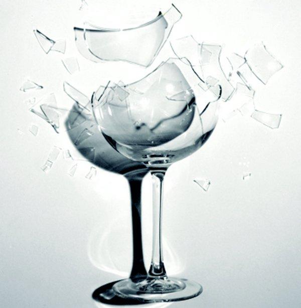 gelas-pecah.jpg