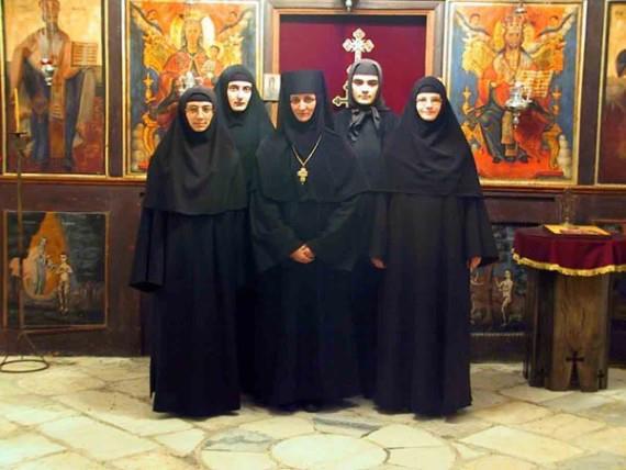 (Foto : Biarawati Kristen Ortodoks)